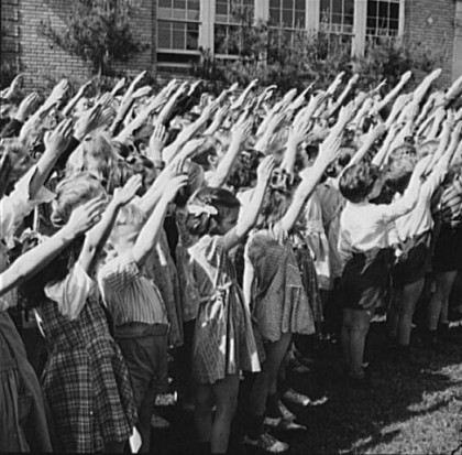 school-children-salute-1942